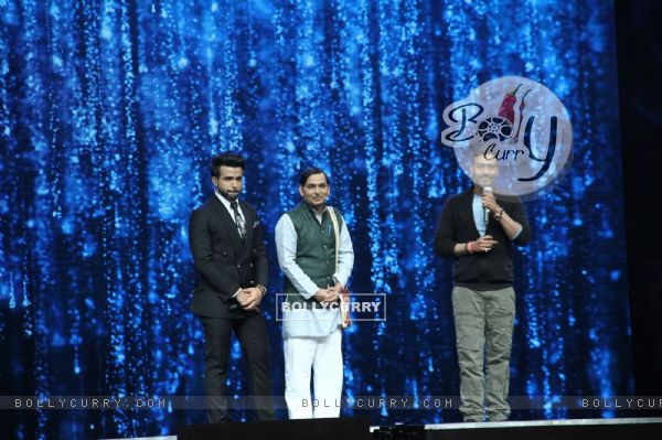 Ajay Devgn with Rithvik Dhanjani at Super Dancer