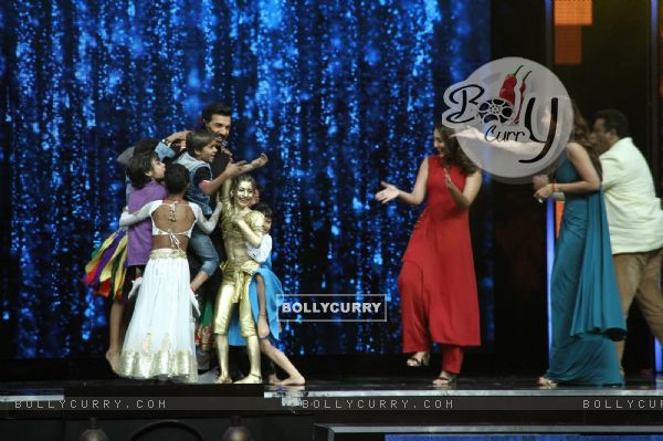 John Abraham with Sonakshi Sinha, Shilpa Shetty and Anurag Basu at Super Dancer