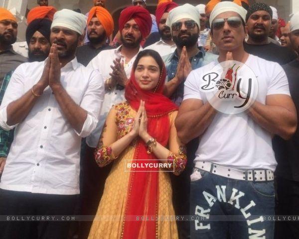Tamannaah Bhatia, Remo Dsouza and Sonu Sood visits Golden Temple, Amritsar