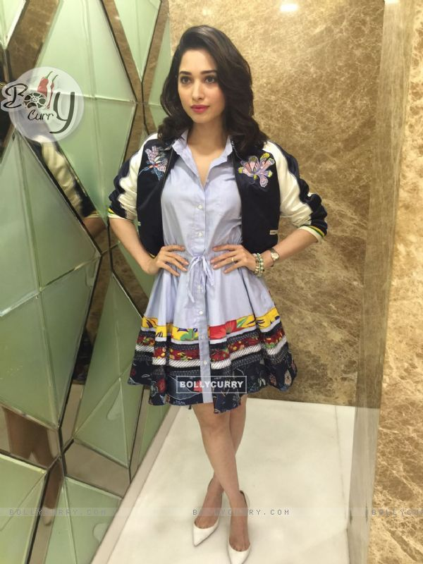 Tamannaah Bhatia grabbed attention the premiere of her film 'Tutak Tutak Tutiya' (421578)