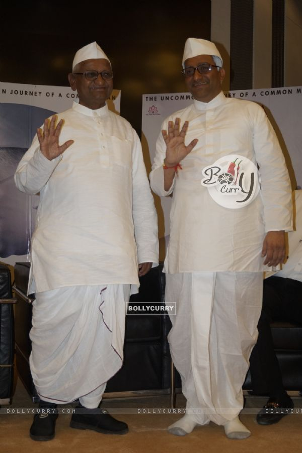 When Real Anna Hazare and Reel Anna Hazare came together (421587)