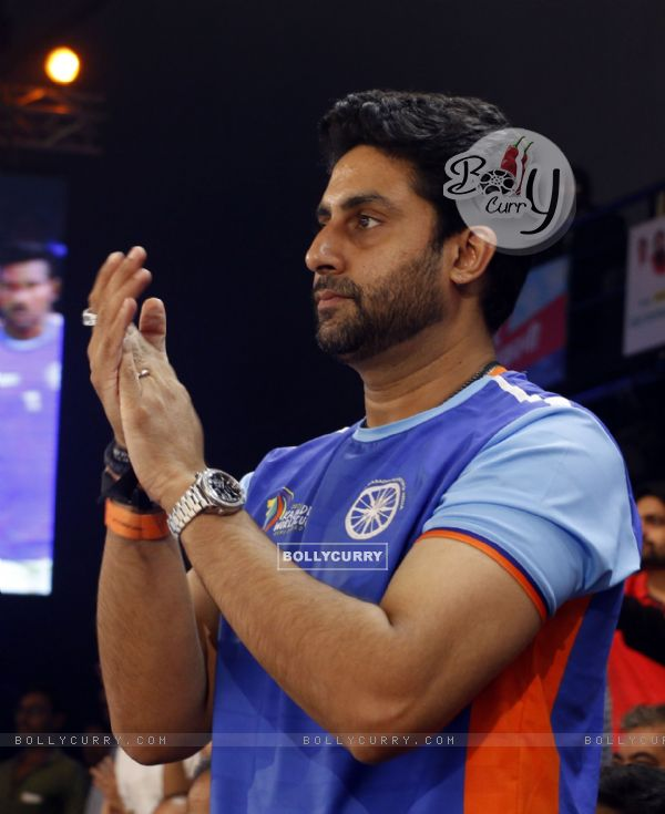 Abhishek Bachchan enjoy Kabaddi World Cup 2016 in Ahmedabad