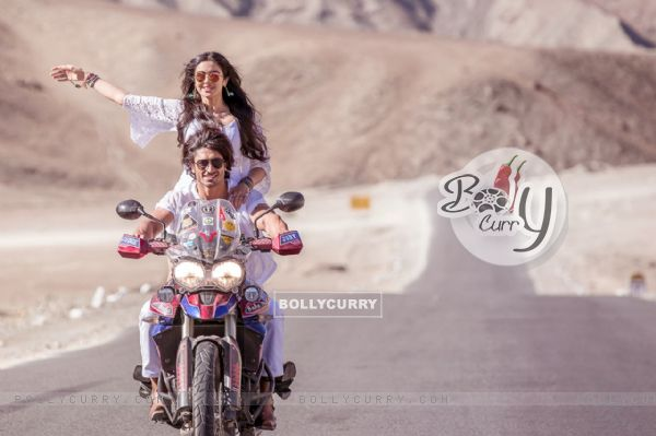 Vidyut Jamwal and Adah Sharma's photoshoot for Commando 2 (424829)