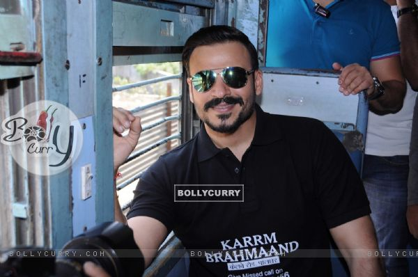 Vivek Oberoi takes a train journey to promote housing project Karrm Brahmaand!