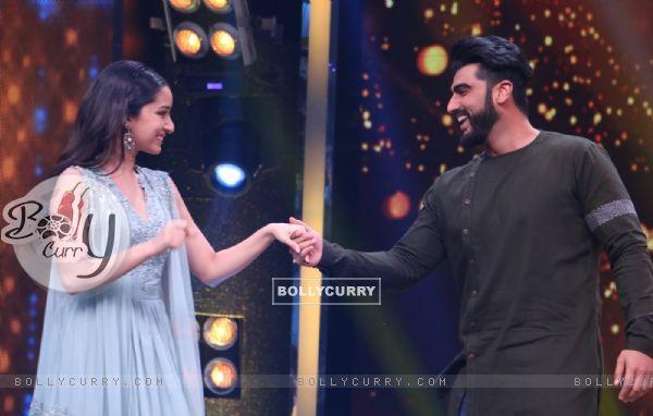 Arjun and Shraddha promote 'Half Girlfriend on Zee TV's  'Sa Re Ga Ma' Lil Champs'