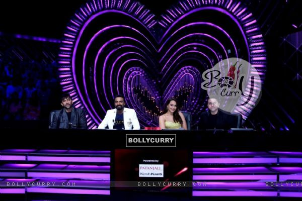 Judges - Terence Lewis, Remo D'souza , Sonakshi Sinha and Mohit Suri