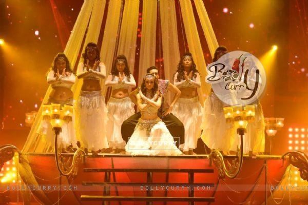 Mohit & Sanaya perform with Banjara Girls on the sets of Nach Baliye 8