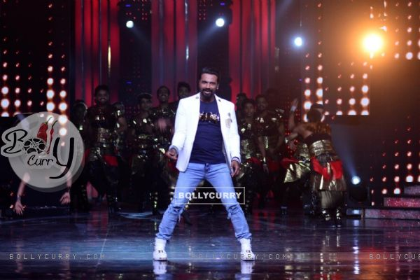Remo D'souza makes an entry on Nach Baliye Season 8 with his groups