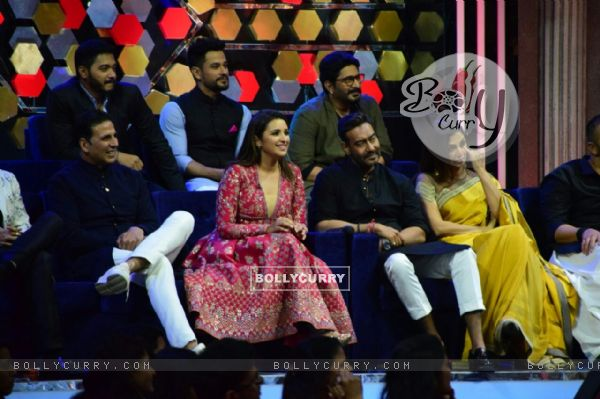 Golmaal Again Team on the sets of The Great Indian Laughter Challenge