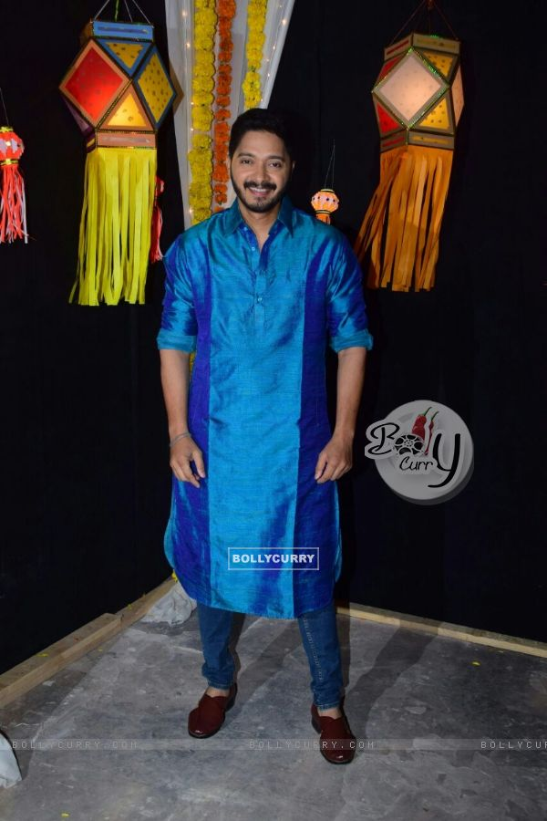 Shreyas Talpade looks striking in a blue kurta