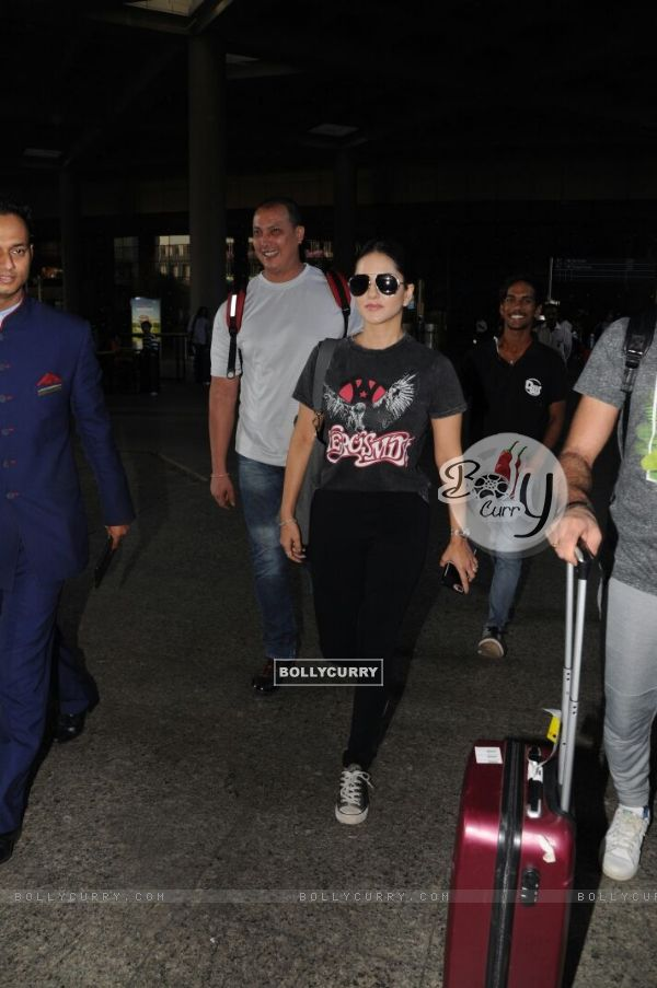 Jacqueline, Sunny and Kiara at the Airport