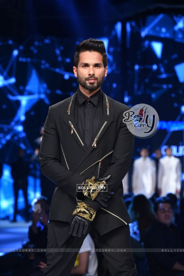 A perfect shot of Shahid Kapoor