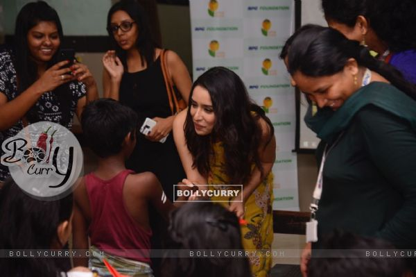 Shraddha Kapoor greets a kid