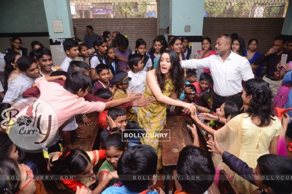 Shraddha Kapoor receives so much of love from the kids
