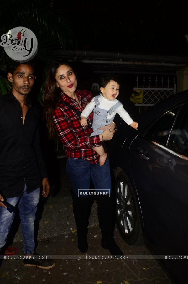 Taimur seems to be enjoying the paparazzi
