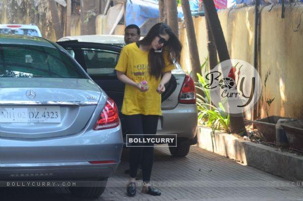 Varun Dhawan and Kareena Kapoor snapped in the city