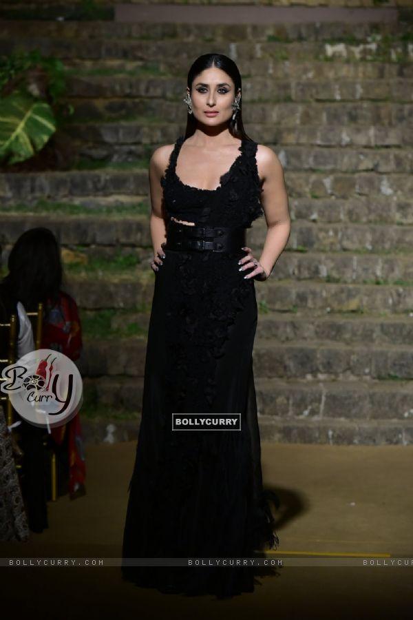 Kareena Kapoor walks for Anamika Khanna