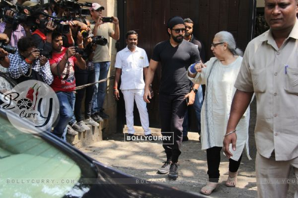 Bollywood Celeb's pay their condolences to the Kapoor Family