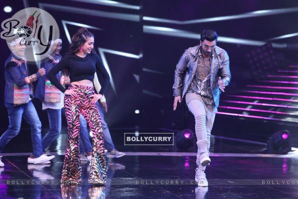 Ranveer Singh with Sara Ali Khan on the sets of Dance Plus 4 (441265)