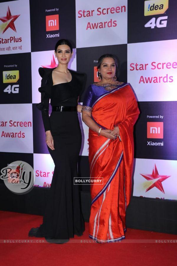 Diana Penty with Shabana Azmi at Star Screen Awards 2018