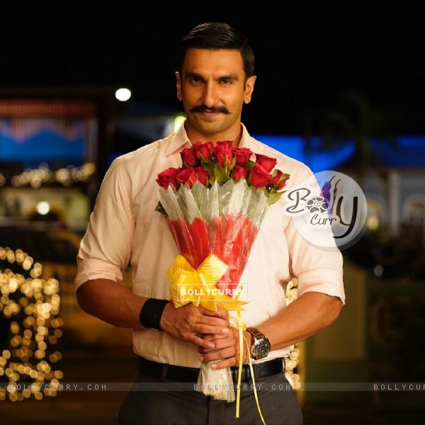 Ranveer Singh with bouquet scene from movie Simmba (442754)