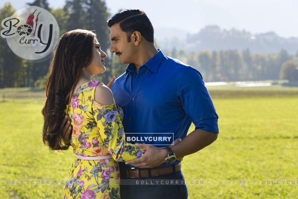 Ranveer Singh aka Simmba and Sara Ali Khan aka Shagun Sathe still from Movie Simmba