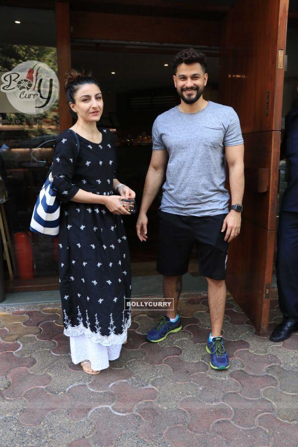 Soha Ali Khan and Kunal Khemu spotted around the town