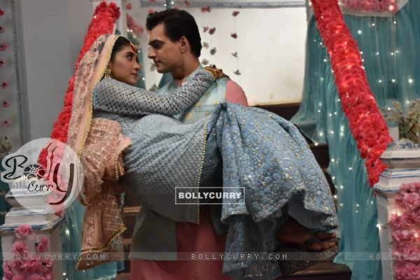 Kartik carrying Naira romantic moment at Baby Shower from Yeh Rishta Kya Kehlata Hai