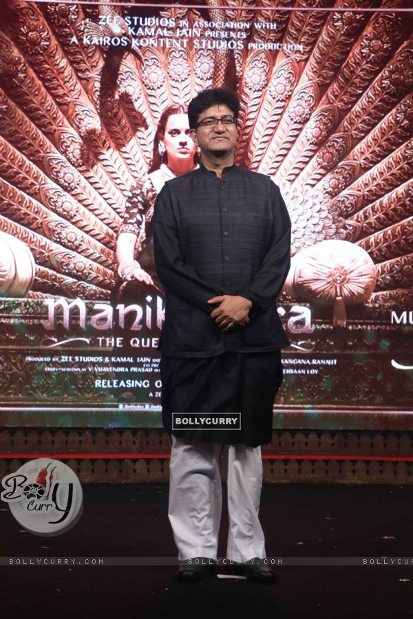 Prasoon Joshi spotted at Manikarnika music launch (443076)