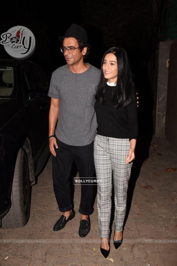 Sunil Grover and Amrita Rao spotted at Thackeray movie screening (443675)