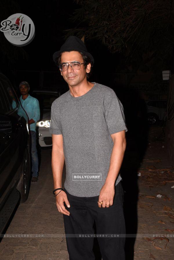 Sunil Grover spotted at Thackeray movie screening (443676)