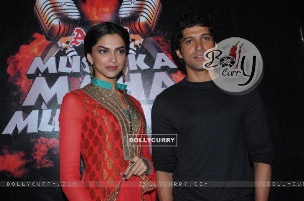 Farhan and Deepika in tv show Amul Music ka Maha Muqqabla