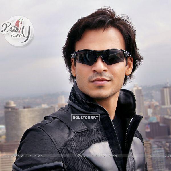 Smart and Handsome Vivek Oberoi (57126)