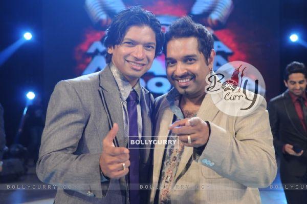 Shaan and Shankar in tv show Amul Music ka Maha Muqqabla