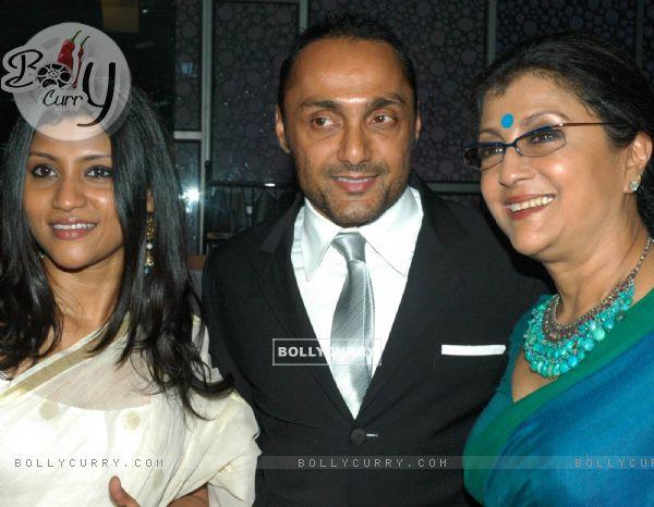 Rahul Bose with Aparna and Konkona