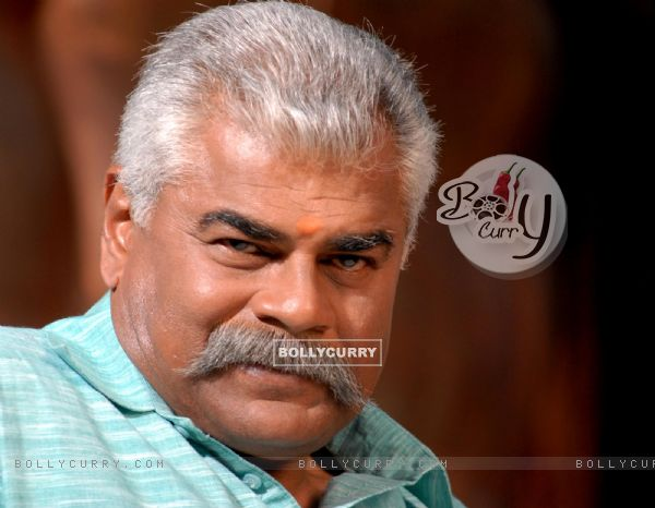 Sharat Saxena in the movie Kushti