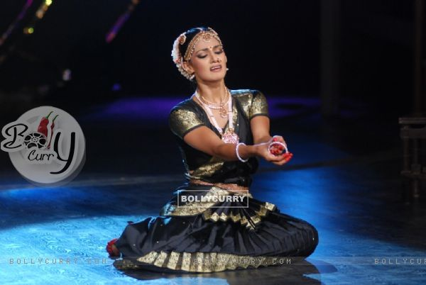 Hazel Crowney perfomance in Zara Nachke Dikha