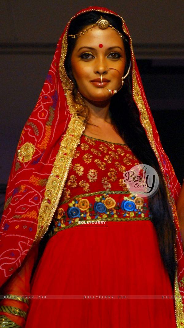 Glam siblings Riya Sen walking the ramp at COKUSS Kolkata Fashion File show on Tuesday Evening 4th Aug 09