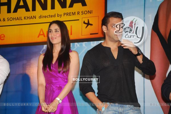 Salman Khan and Kareena Kapoor Main aur Mrs Khanna music launch (79583)