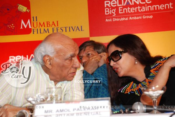 Yash Chopra, Amol Palekar and Shabana Aazmi at Mami Film festival press meet in Sun N Sand Hotel
