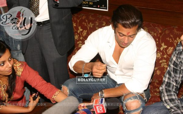 """Bollywood Star Salman Khan talking to media after selling tickets for his upcoming film """"London Dreams"""" at Delite Theatre in New Delhi on Monday 26 Oct 2009 (81355)"""