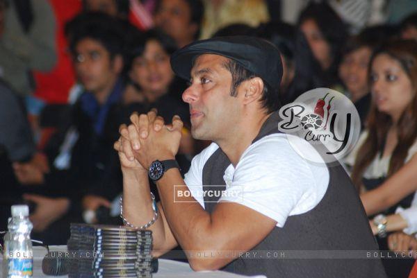 "Salman Khan promotes ""Veer"" at Jamnabai School Cascade festival (83557)"