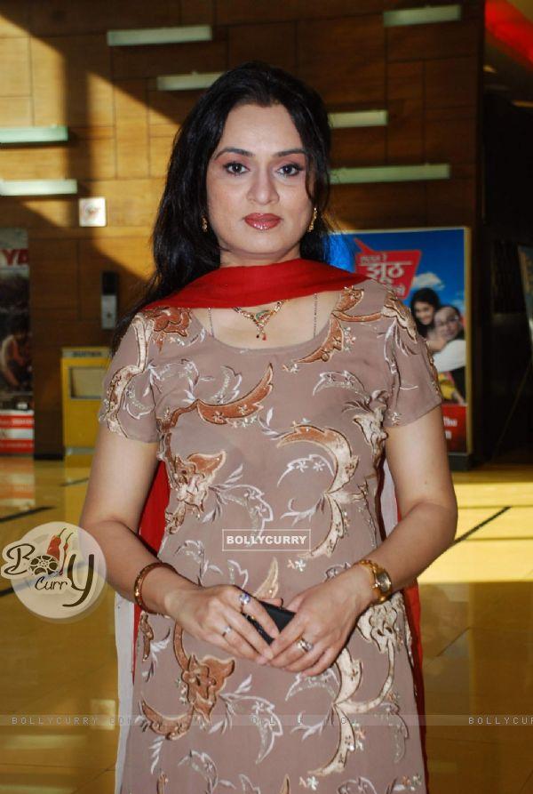 padmini kolhapure in bra - photo #6