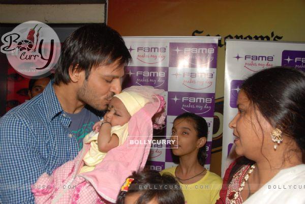 Vivek Oberoi promotes ''Price'' at Fame at Andheri in Mumbai (86976)