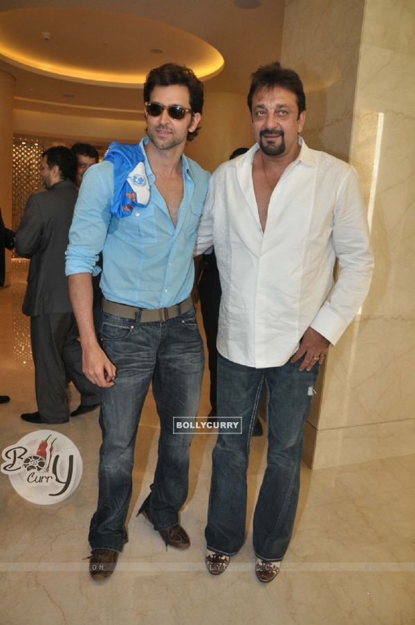 87973 hrithik roshan and sanjay dutt at iifa cricket fashion extravaga Hrithik Roshan does a no show for Sanjay Dutt?