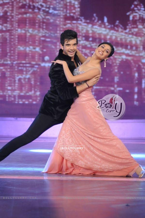 Karan Kritika dancing