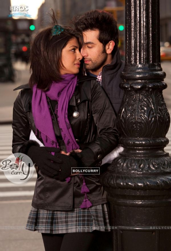 Ranbir and Priyanka in the movie Anjaana Anjaani (92710)