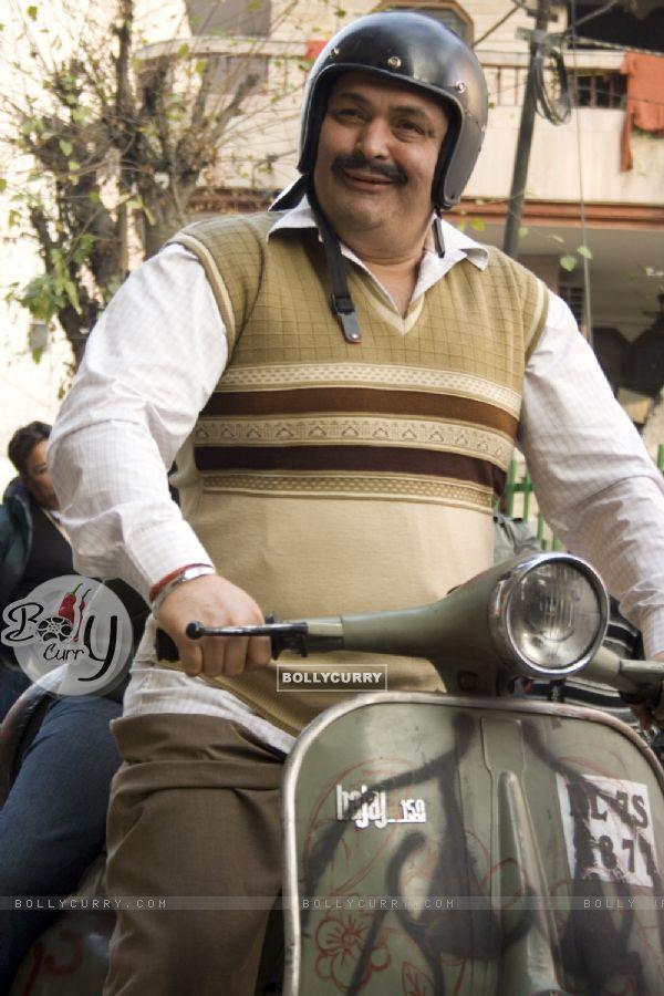 Rishi Kapoor as an actor in the movie Do Dooni Chaar