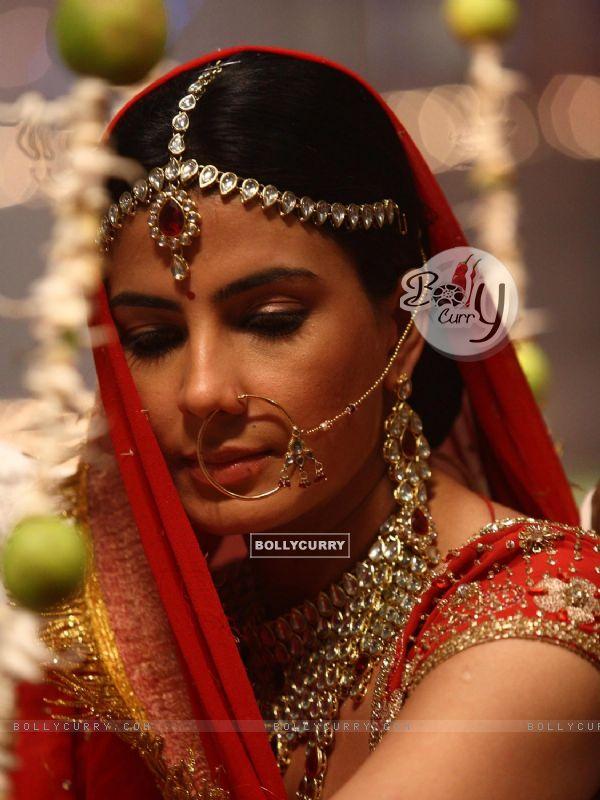 Kirti Kulhari in bridal outfit