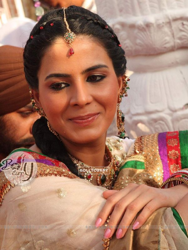 Kirti Kulhari as a lead actress